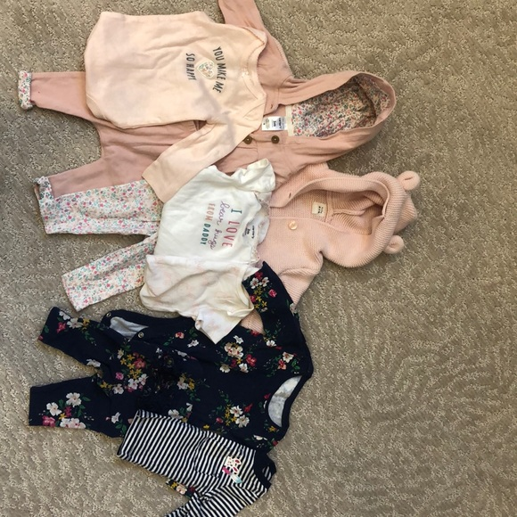 7/$25 0-3 months baby girl clothing bundle